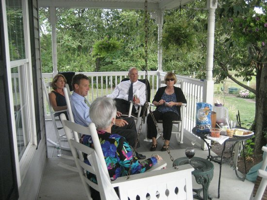 The Inn at Westwynd Farm: Wine on the porch