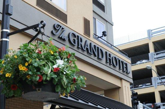 the grand hotel in salem updated 2017 reviews price. Black Bedroom Furniture Sets. Home Design Ideas