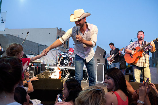 Join us downtown for the 2014 Las Cruces Country Music Festival April 24-27, 2014