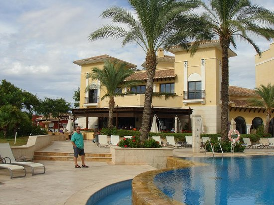 The Residences at Mar Menor Golf Spa: the clubhouse bar