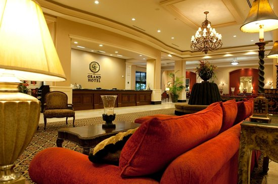 The Grand Hotel in Salem : Lobby