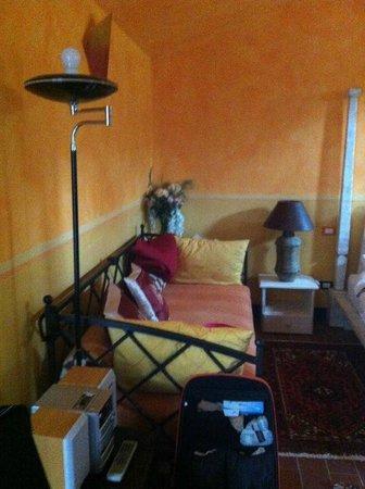 Farmhouse Olmo B & B : Un angolo della stanza Arcobaleno.