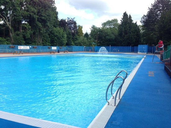 Droitwich Spa Lido: View of lido from the entrance