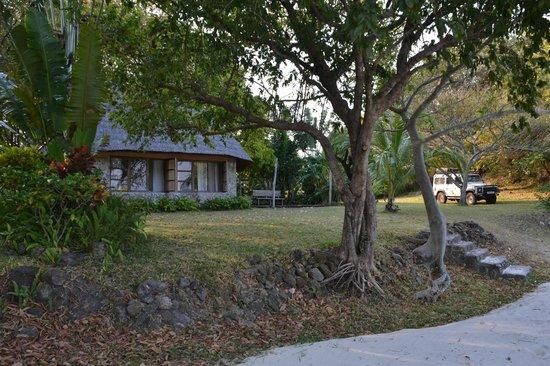 Makuzi Beach Lodge: Cottage and grounds