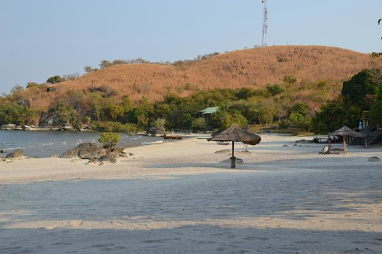 Makuzi Beach Lodge: Another view of the beach