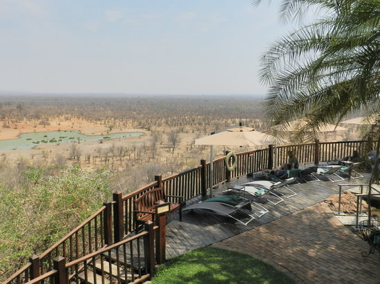 Makuwa-Kuwa Restaurant: View over the waterhole