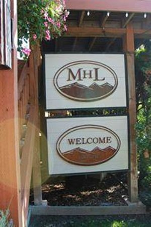 Mountain Home Lodge: Sign