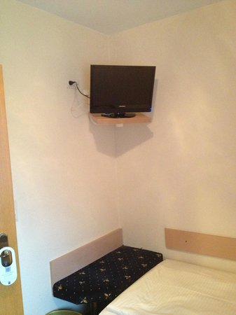 Rüdesheimer Hof: room with TV (seem small but is OK if you're in bed)