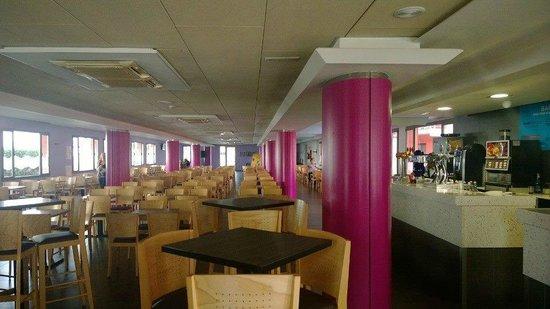 Tossa Beach Hotel : entertainment room