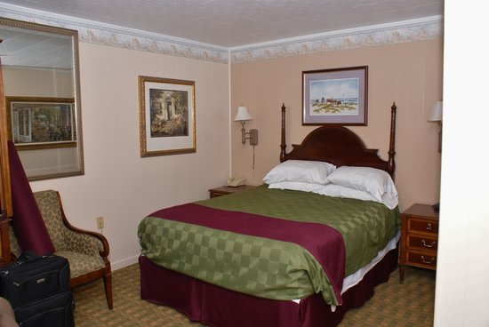 Americas Best Value Inn & Suites - Chincoteague Island: our room