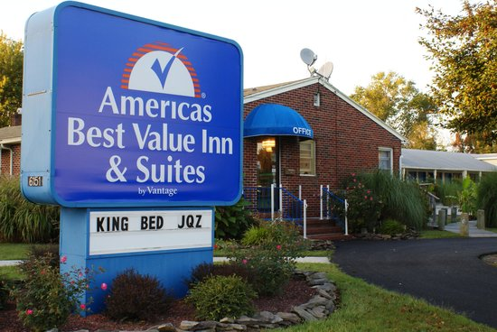Americas Best Value Inn & Suites - Chincoteague Island: Their sign