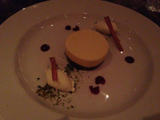 Laughing Gravy Bar & Restaurant: rhubarb dessert