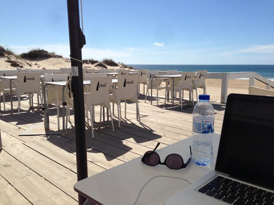Praia Da Riviera : Great place to get some work done
