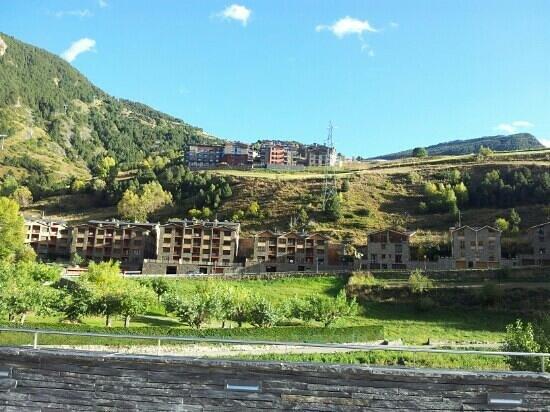 AJ Hotel & Spa: Hotel Magic desde el pueblo de Canillo