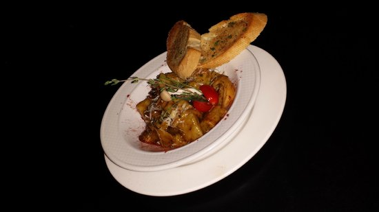 Fuego International Restaurant : hand rolled gnocchi with a wild mushroom and thyme sauce and served with grilled baguette