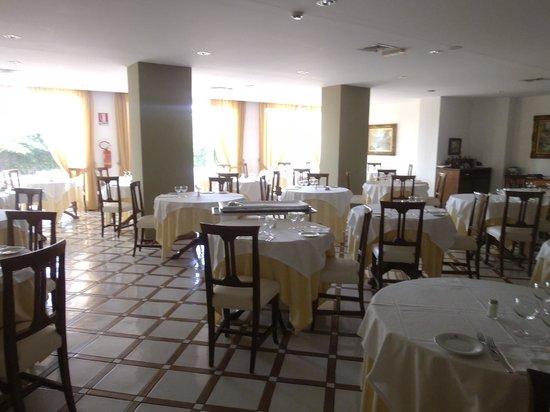 Alpha Hotel: Dining Room