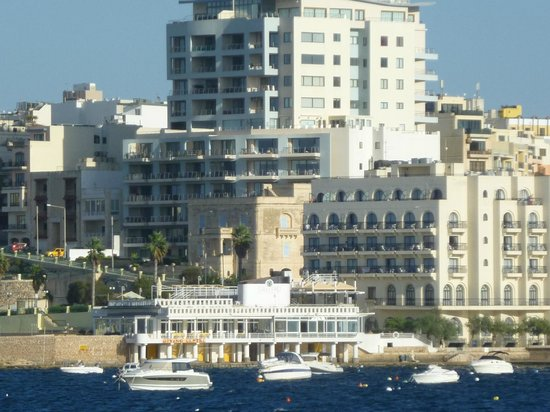 Gillieru Harbour Hotel: The hotel as seen from the sea