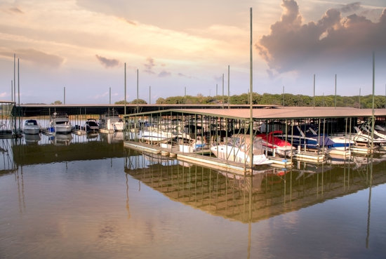 Flowing Wells Resort : Marina on site