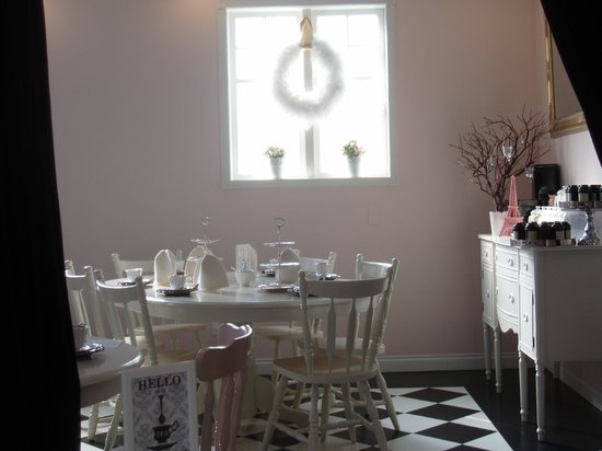 Adorabelle : One of the many white painted tables and chairs