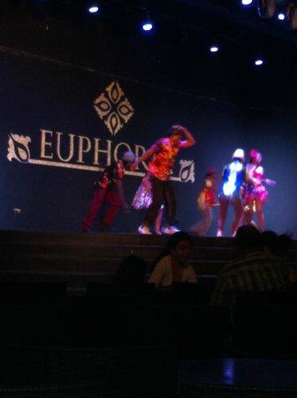 Euphoria Palm Beach Resort: вечерняя анимация