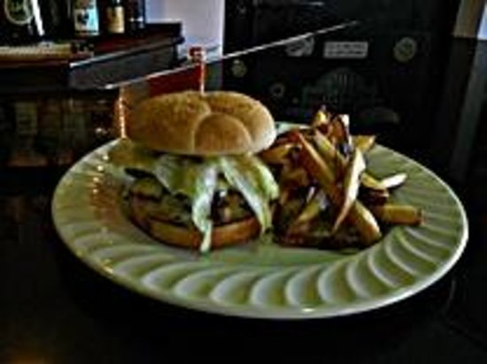 O'Downey's Irish Pub: Our Delicious Celtic Burger
