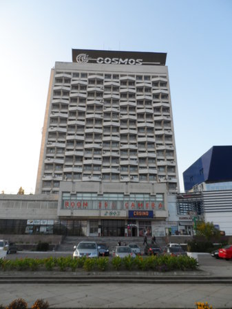 Cosmos Hotel: Hotel from outside