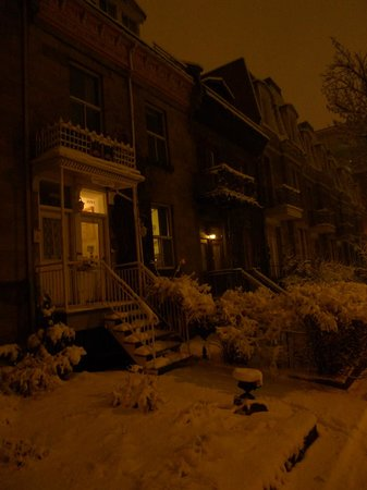 Alacoque Bed & Breakfast Revolution: Front  at winter