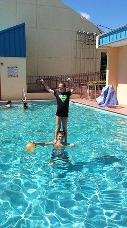 Key West Inn - Key Largo: pool area