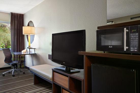 Super 8 Pocatello: Desk and New TVs