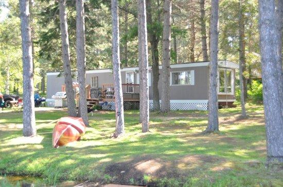 Algonquin's Edge Resort: house trailer cottage