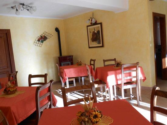 Les Noyers : particolari sala colazioni