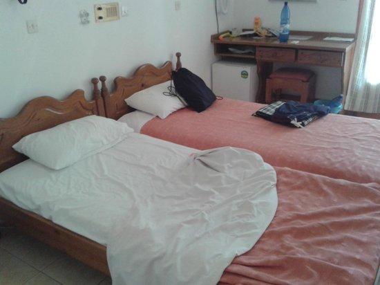 Armonia Hotel : DZ als Einzel mit Balkon, TV und Kühlschrank