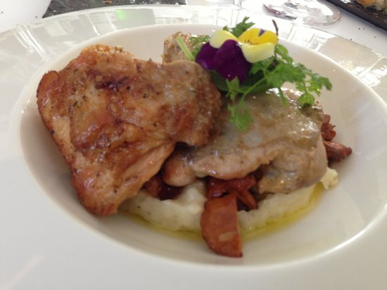 La Poularde: Chicken Breast with Mushrooms