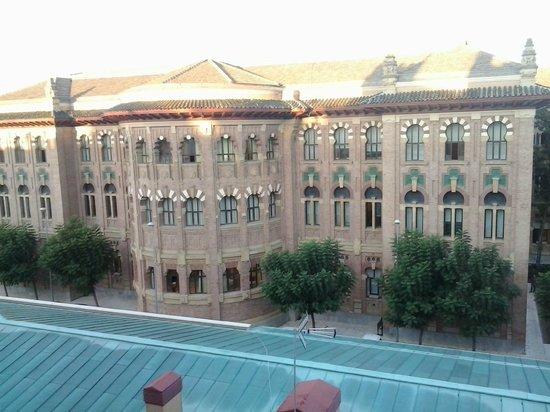 Tryp Cordoba: El edificio del rectorado de la universidad desde la habitación
