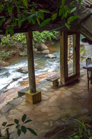 Kandy Samadhi Centre: river relaxation area