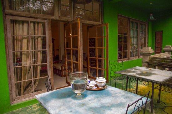 Kandy Samadhi Centre: tea on the balcony
