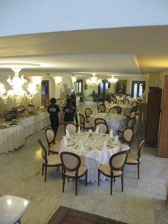 Grand Hotel President: Salle à manger, classe mais en sous sol