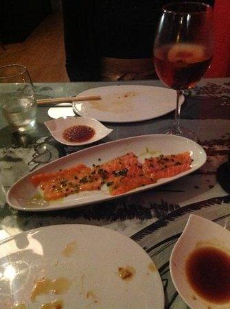 Kaikou sushi bar: salmon carpaccio and white sangria