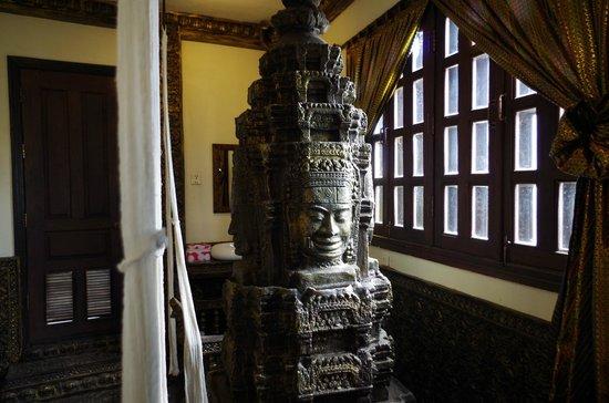 Terrasse des Elephants: Fountain in room