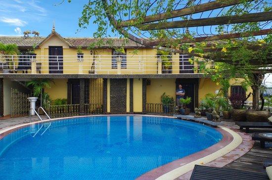 Terrasse des Elephants: Pool