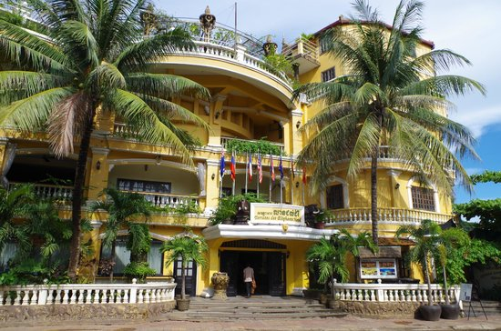 Terrasse des Elephants: Hotel Front