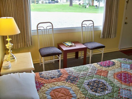 Pine Grove Motel: View from a Queen size bed unit.