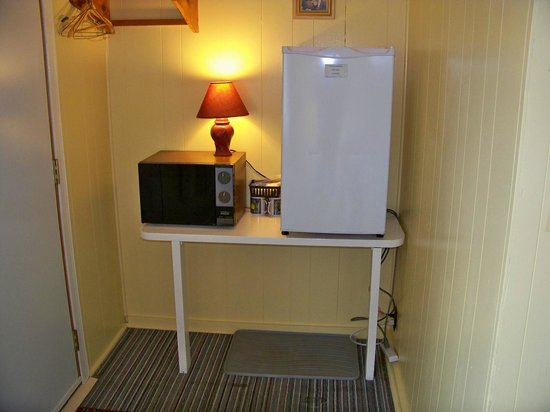 Pine Grove Motel: Every unit equipt with Fridge and Microwave