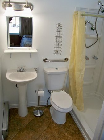 Northbrook, Kanada: Three piece bath ... Accessible