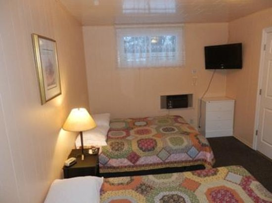Northbrook, Canada: Double bed, Flat Screen T.V's in all units