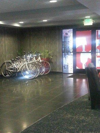 Hotel FIVE - A Staypineapple Hotel: Bike Rental