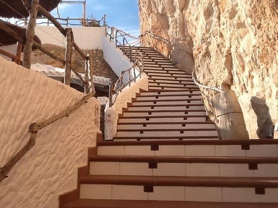 Cova d'en Xoroi: stairway