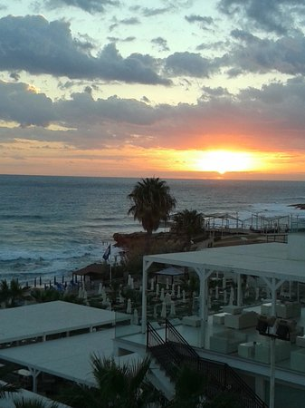 Iliada Beach Hotel: Sunrise