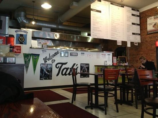 Tat's Deli : the counter
