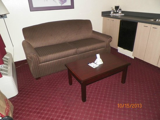 BEST WESTERN Continental Inn: living room area pic #1